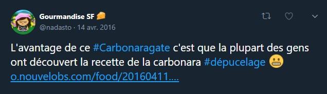 Un tweet humoristique utilisant le hashtag #dépucelage pour mettre sur le même plan la défloraison et la découverte de la recette originale des pâtes carbonara.